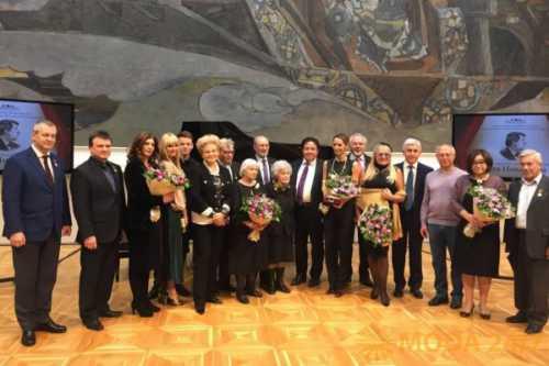 нобелевский лауреат лишился премий из-за расистских высказываний